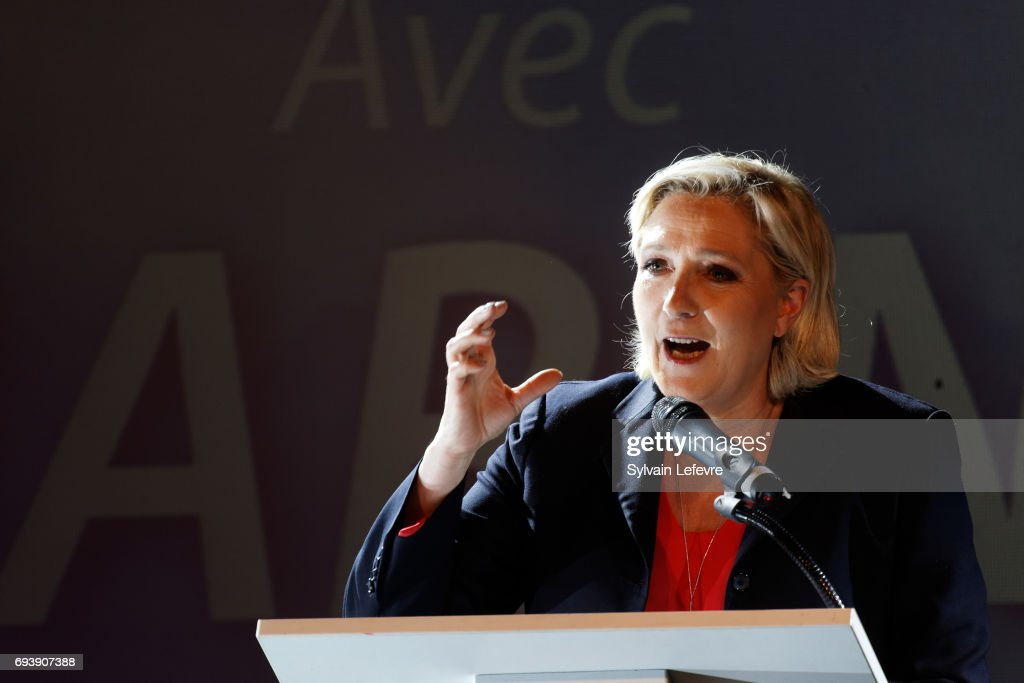 France's far-right National Front Party President, Marine Le Pen Holds A Rally Meeting In Calais : ニュース写真
