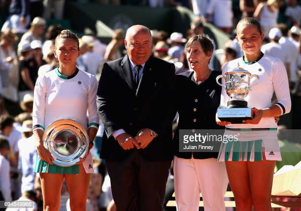 President of the French Tennis Federation Bernard Giudicelli and former French tennis player Francoise Durr pose for photos with runner up Simona...