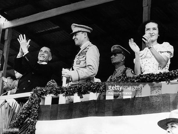 President of the Republic of the Philippines Manuel QUEZON generals Douglas MACARTHUR and HOLBROOK and 'Baby' QUEZON Manuel QUEZON's sister...