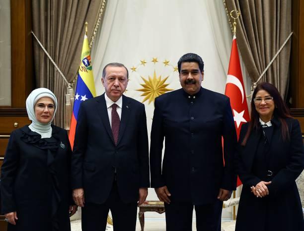 ¿Cuánto mide Nicolás Maduro? - Real height President-of-turkey-recep-tayyip-erdogan-and-his-wife-emine-erdogan-picture-id858401398?k=6&m=858401398&s=612x612&w=0&h=9WO48Oa3qV2yjBZsKlPR7xihFelA5Mtzb3te6odA3MM=