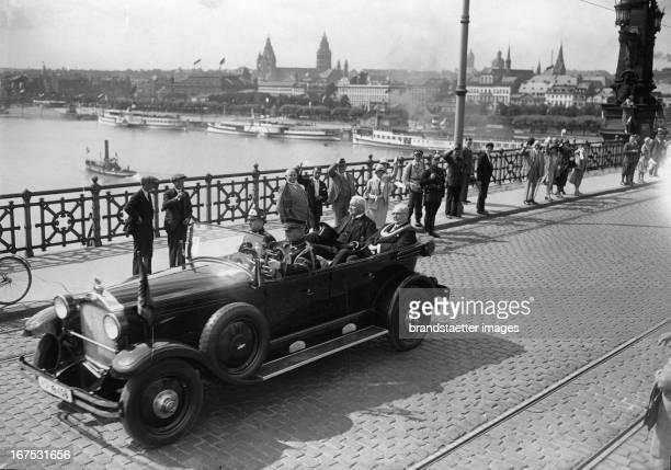 President Paul von Hindenburg in Mainz On his left side lord mayor Karl Külb July 21th 1930 Photograph Reichspräident Paul von Hindenburg in Mainz...