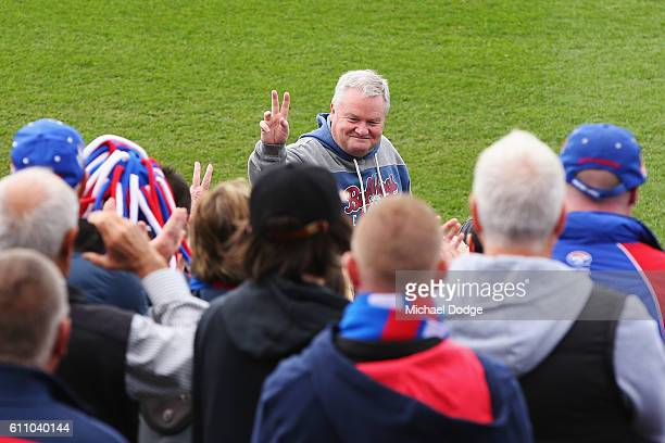 President Peter Gordon thanks the fans on a lap during the Western Bulldogs AFL media opportunity and training session at Whitten Oval on September...