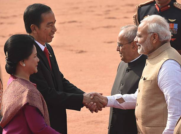 Ceremonial reception of indonesian president joko widodo at president pranab mukherjee and prime minister narendra modi greet the indonesian president joko widodo and his m4hsunfo