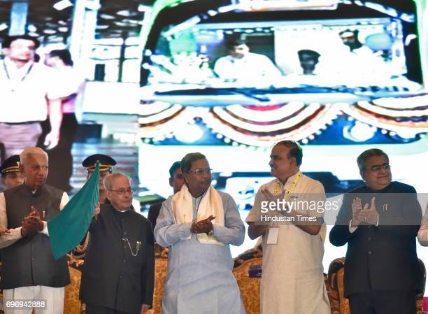 President Pranab Mukherjee flags off the entire phase 1 of Namma Metro as Karnataka Chief Minister Siddaramaiah and Union Minister for Urban...