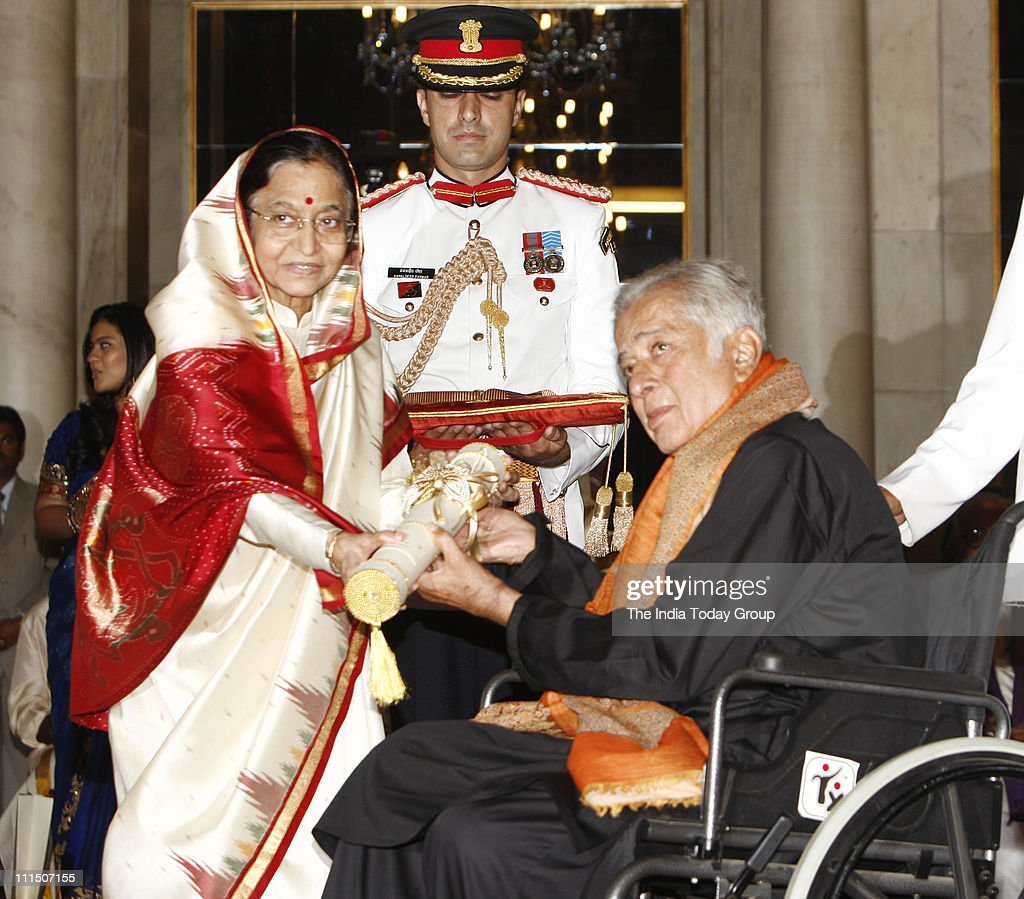 President Patil confers Padma Awards : News Photo