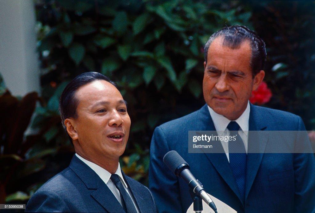 Nixon and Nygen Van Thieu Meeting at Midway : News Photo