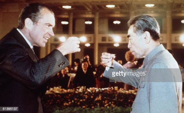 US president Richard Nixon toasts with Chinese Prime Minister Chou En Lai in February 1972 in Beijing during his official visit in China Le prTsident...