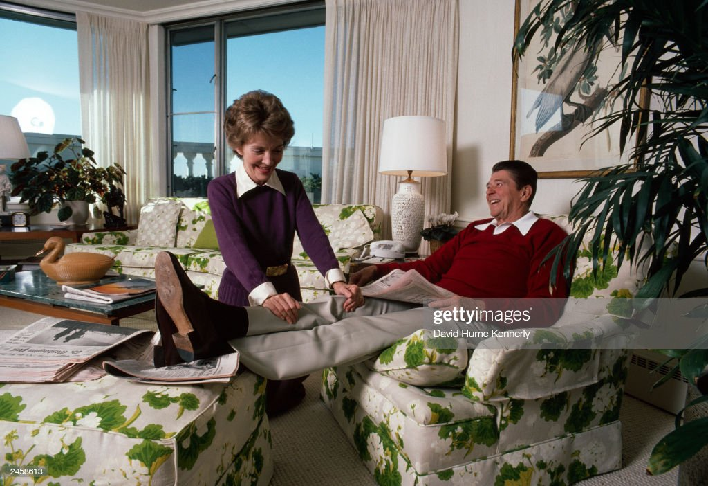 Ronald And Nancy Reagan Relax At The White House : News Photo