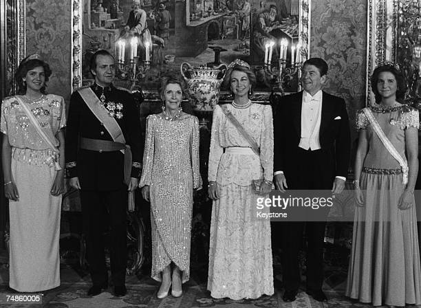 US President Ronald Reagan and his wife Nancy attend a gala dinner at the royal palace in Madrid in the company of King Juan Carlos and Queen Sofia...