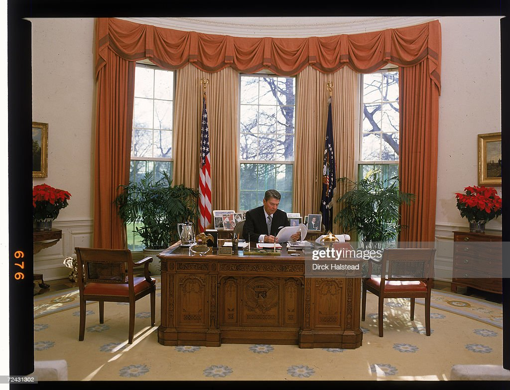 desk in oval office. President Ronald Reagan Behind His Desk In The Oval Office. Office I