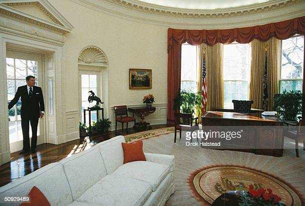 President Ronald Reagan takes one last fond look back at the Oval Office at the White House January 20 1989 as he leaves for the Capitol for the...