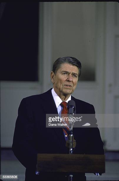 President Ronald with Reagan announcing the State Secretary George P Shultz will return to the Middle East to continue peace negotiations
