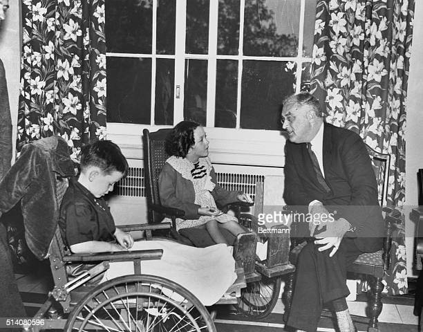 President Roosevelt talks to Renee Daly from Spring Valley New York and Jerry Gould from Scranton Pennsylvania Roosevelt was the guest of honor at a...