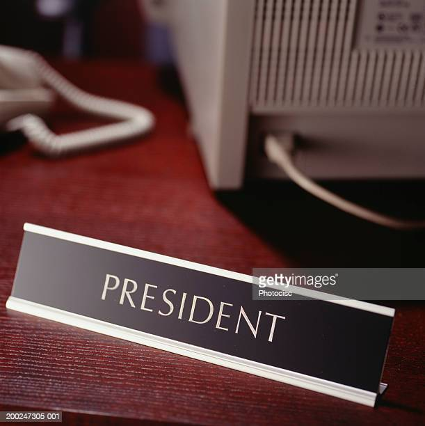 president sign on desk - nameplate stock pictures, royalty-free photos & images