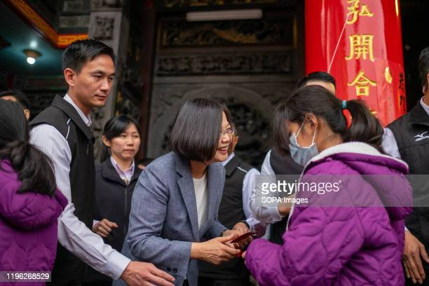 President Tsai Ingwen distributes a red envelope to a woman during the celebration in New Taipei CityPresident Tsai Ingwen visited the Yonglian...