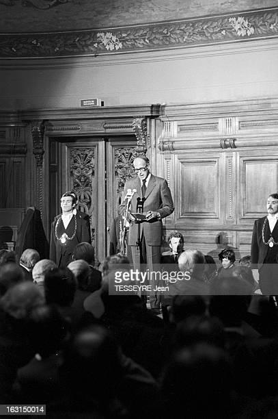 President Valery Giscard D'Estaing At The Sorbonne Paris 24 septembre 1974 le Président Valéry GISCARD D'ESTAING assiste au colloque 'Biologie et...