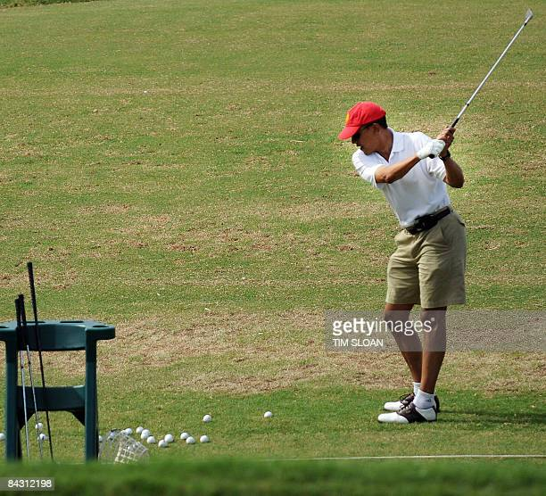 US Presidentelect Barack Obama warms up on the driving range before a round of golf with friends December 29 2008 at the Mid Pacific Country Club in...