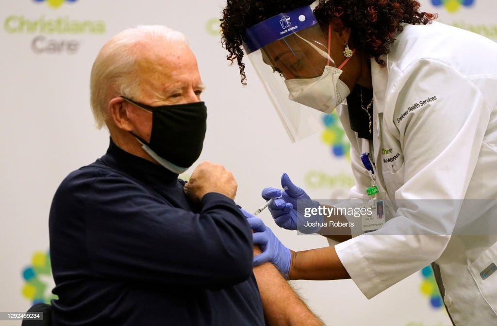 President-Elect Biden Receives COVID-19 Vaccination : ニュース写真