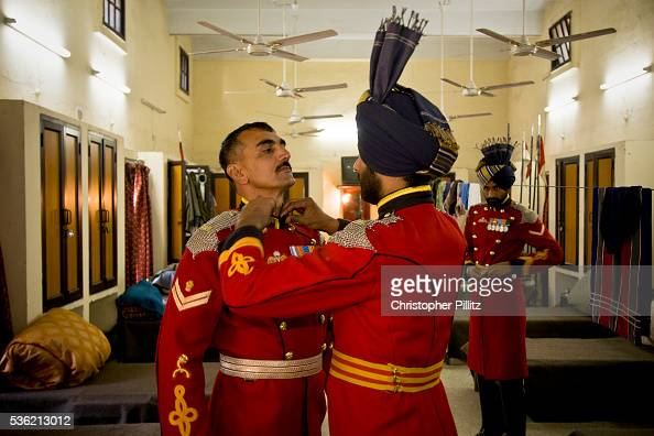 Presidential Bodyguard regiment soldiers get dressed into ...