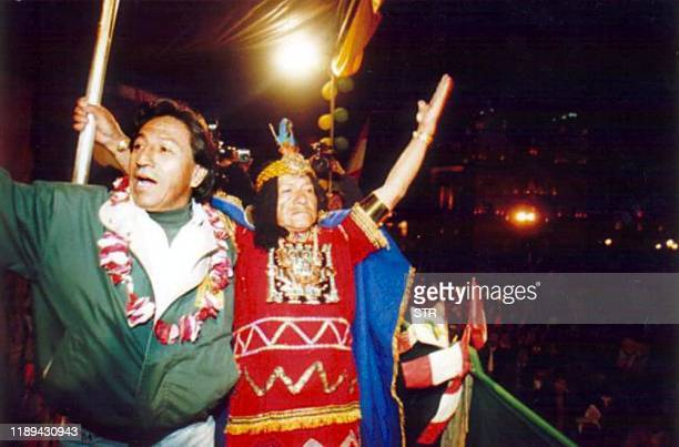 Presidential candidate Alejandro Toledo of opposition party Peru Possible greets his supporters 12 May 2000 in Cusco 1500km from Lima Peru El...