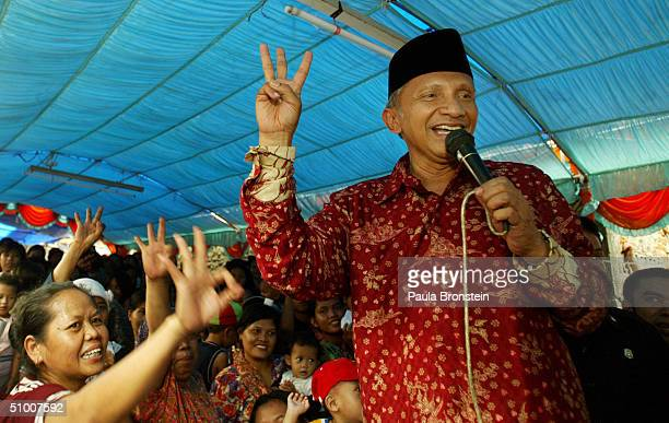 Presidential candidate Amien Rais campaigns in Cengkareng June 29 a slum area west of Jakarta Indonesia Candidates have entered the final days of...