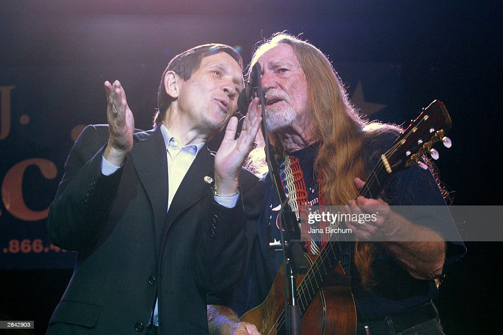 Presidential candidate Dennis Kucinich (L) sings 'I Saw the Light' with musician Willie Nelson at a fundraiser January 3, 2004 in Austin, Texas. The fundraiser was designed to elevate the name of Kucinich, who has received little recognition among voters outside his home state.