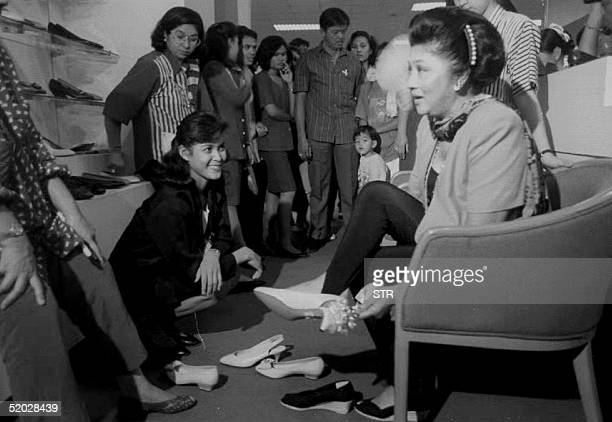 Presidential candidate Imelda Marcos shops for shoes in a Manila department store 10 May 1992, one day before the general elections.
