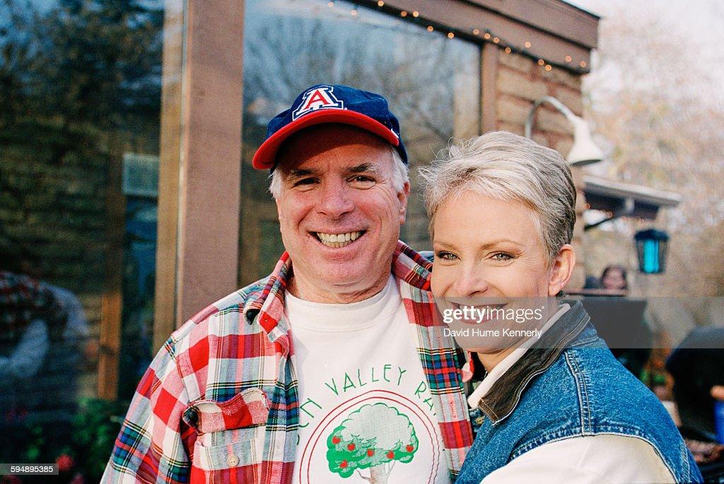 John and Cindy McCain at the McCain Ranch : News Photo