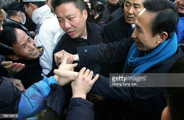 Presidential candidate Lee MyungBak of the conservative main opposition Grand National Party greets supporters during presidential election...