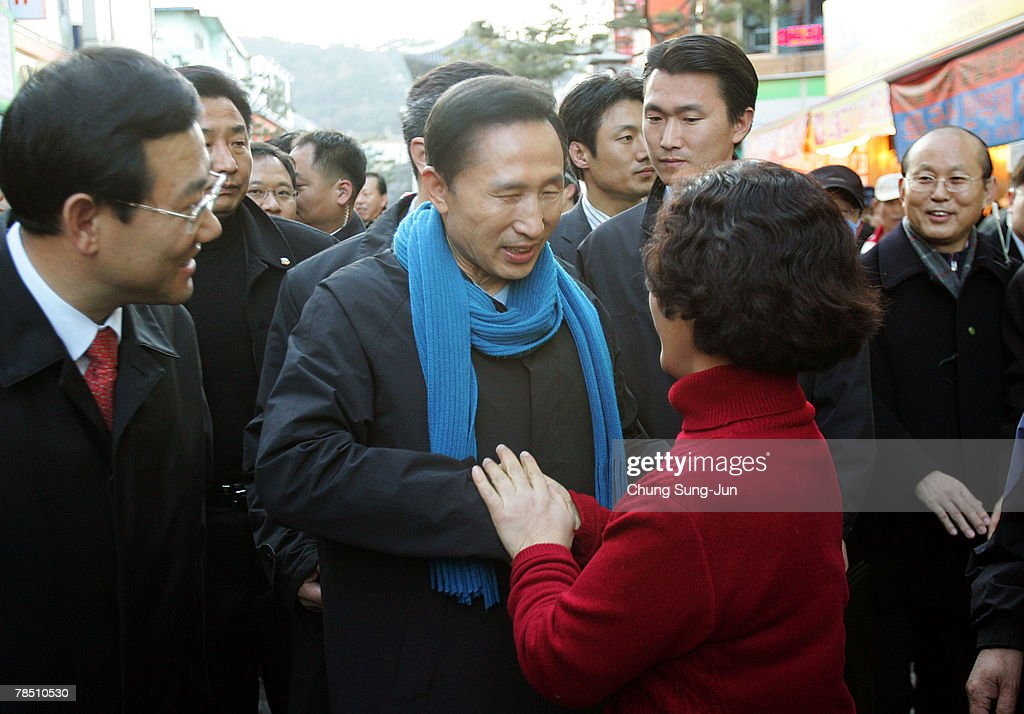 Presidential Candidate Lee Myung-Bak Campaigns In Suwon : News Photo