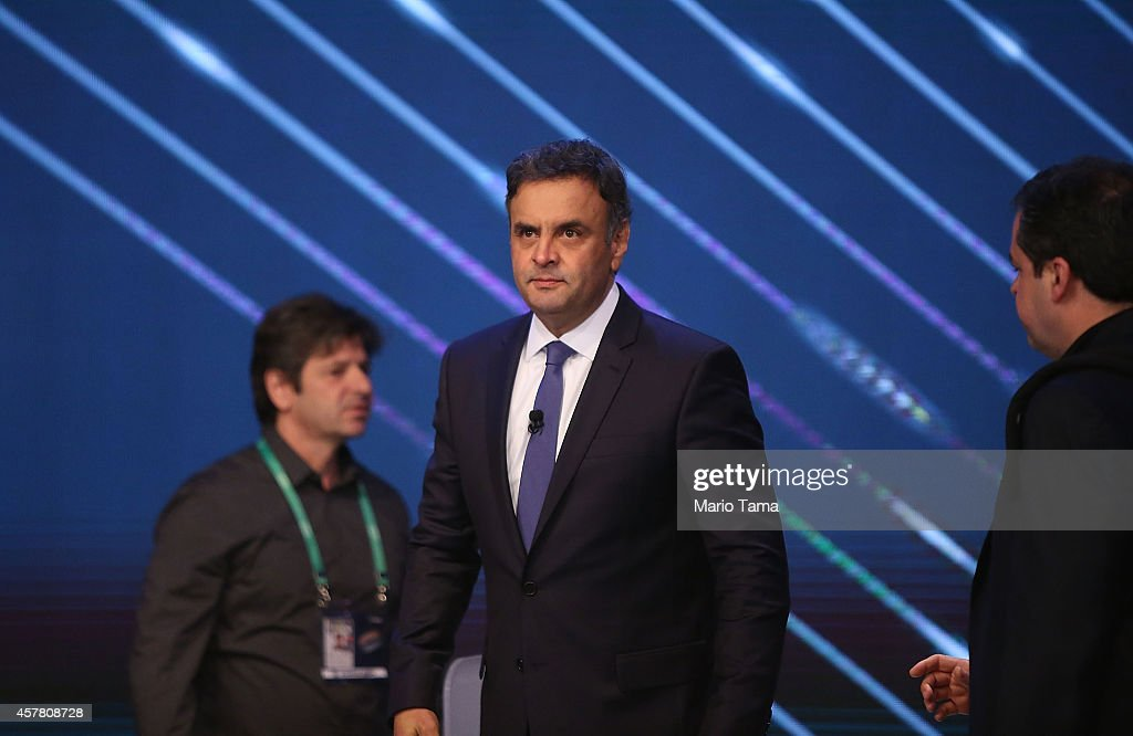 Presidential candidate of the Brazilian Social Democratic Party (PSDB) Aecio Neves waves to the audience prior to the debate with Brazilian President and Workers' Party (PT) candidate Dilma Rousseff on October 24, 2014 in Rio de Janeiro, Brazil. The two are squaring off in a run-off election on October 26.