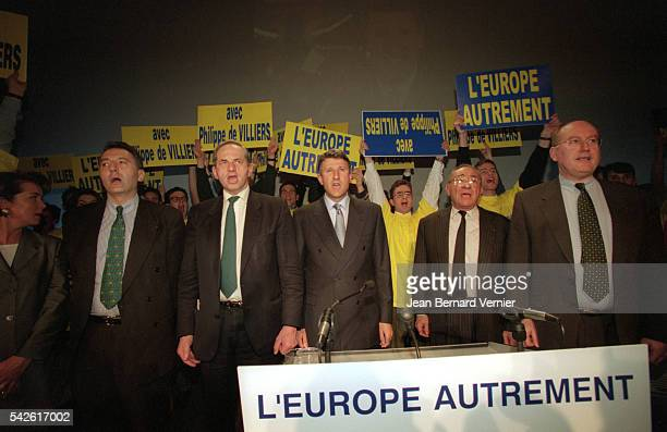 Presidential candidate Philippe de Villiers campaigns for the 2002 French presidential election Joining him is professor Lucien Israel head of his...