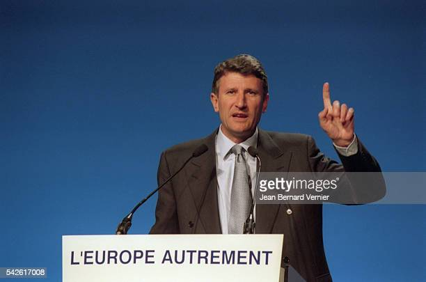 Presidential candidate Philippe de Villiers campaigns for the 2002 French presidential election