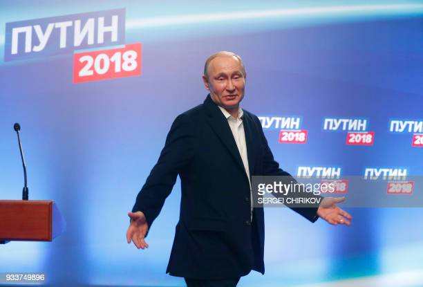 TOPSHOT Presidential candidate President Vladimir Putin meets with the media at his campaign headquarters in Moscow on March 18 2018 / AFP PHOTO /...