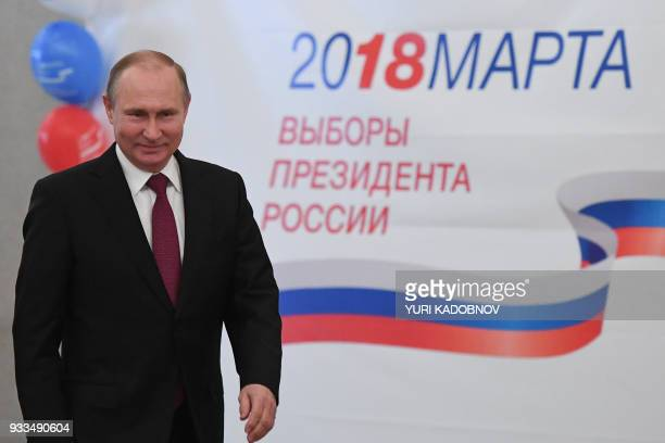TOPSHOT Presidential candidate President Vladimir Putin votes at a polling station during Russia's presidential election in Moscow on March 18 2018 /...