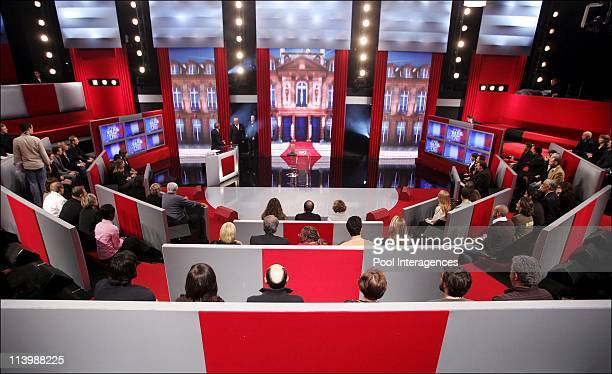 Presidential candidates JeanMarie Le Pen MarieGeorges Buffet Philippe de Villiers and Olivier Besancenot take part in the political show 'J'ai une...