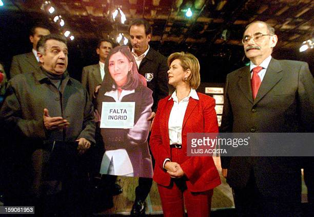 Presidential candidates Luis Eduardo Garzon Noemi Sanin Horacio Serpa and a poster of Ingrid Betancourt pose for a picture at the first electoral...