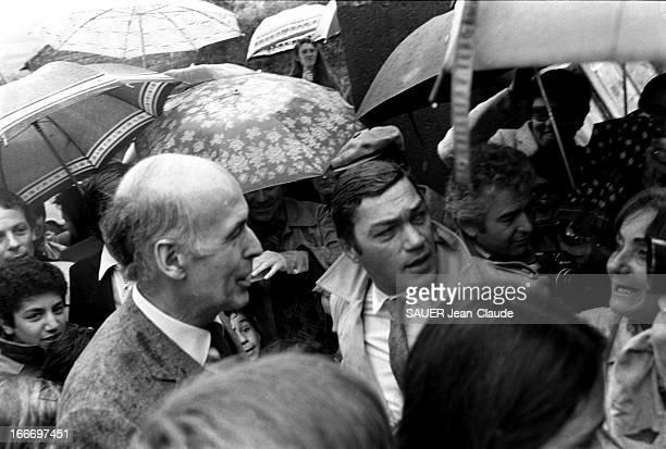 Vote Of Vips At The Second Round France 10 mai 1981 Le président sortant Valéry GISCARD D'ESTAING vote à Chanonat pour le deuxième tour des élections...