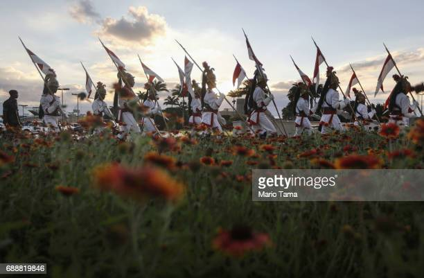 Presidential Guard soldiers conduct the lowering of the flag ceremony at Planalto Palace, President Michel TemerÕs official workplace, on May 26,...