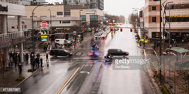 presidential motorcade in bellevue - barack obama washington state stock pictures, royalty-free photos & images