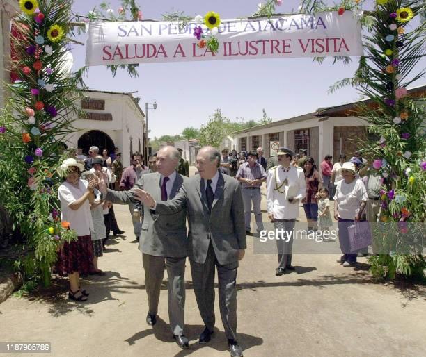 Presidents Fernando de la Rua of Argentina and Ricardo Lagos of Chile walk 20 December 2000 San Pedro de Atacama after inaugurating the highway of...