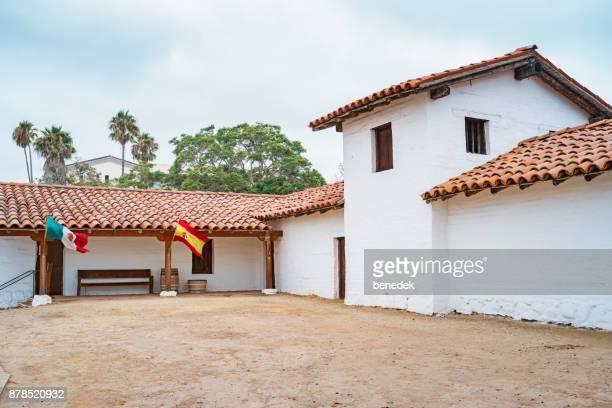 presidio in santa barbara california - bandiera del messico foto e immagini stock