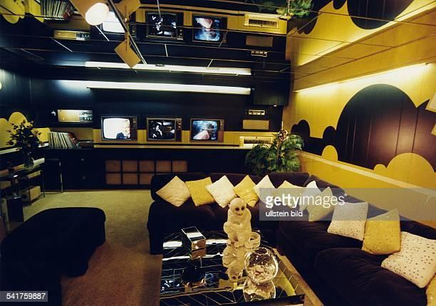 Presley Elvis *Saenger Schauspieler USA seine Villa Graceland in Memphis Tennessee das FernsehZimmer Januar 1997