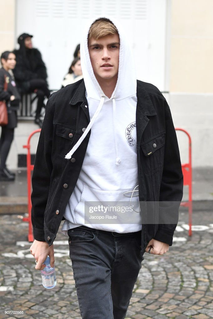 Presley Gerber arrives at Balmain Homme Menswear Fall/Winter 2018-2019 show as part of Paris Fashion Week on January 20, 2018 in Paris, France.