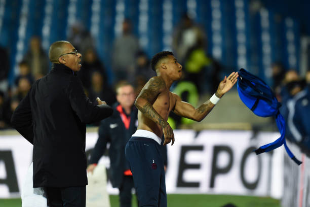 MHSC -EQUIPE DE MONTPELLIER -LIGUE1- 2019-2020 - Page 3 Presnel-kimpembe-of-paris-saintgermain-gives-his-jacket-at-fans-the-picture-id1186960755?k=6&m=1186960755&s=612x612&w=0&h=EDcHtUfW80vJ1_WwhnBi4Ao2DlhZviVQY-IbDby4lGY=