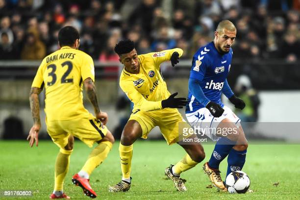 Presnel Kimpembe of PSG and Idriss Saadi of Strasbourg during the french League Cup match Round of 16 between Strasbourg and Paris Saint Germain on...