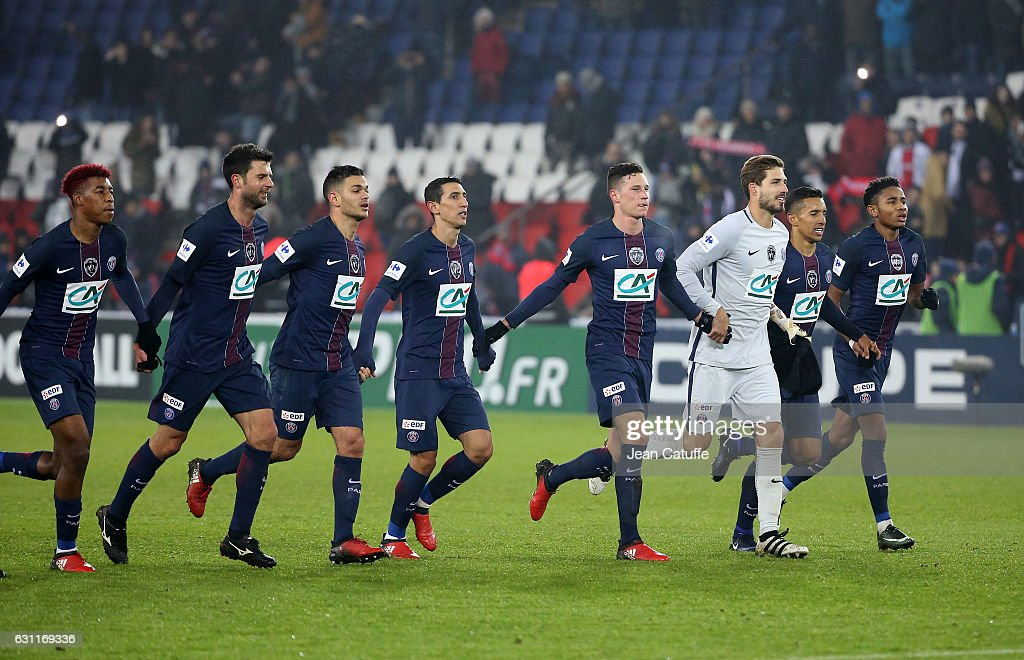 Presnel Kimpembe, Thiago Motta, Hatem Ben Arfa, Angel Di Maria, Julian Draxler, Kevin Trapp, Marquinhos, Christopher Nkunku of PSG celebrate the victory following the French Cup match between Paris Saint-Germain and SC Bastia at Parc des Princes on January 7, 2017 in Paris, France.