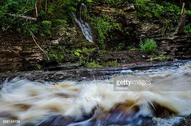 presque isle river - ポーキュパイン山脈ウィルダネス州立公園 ストックフォトと画像