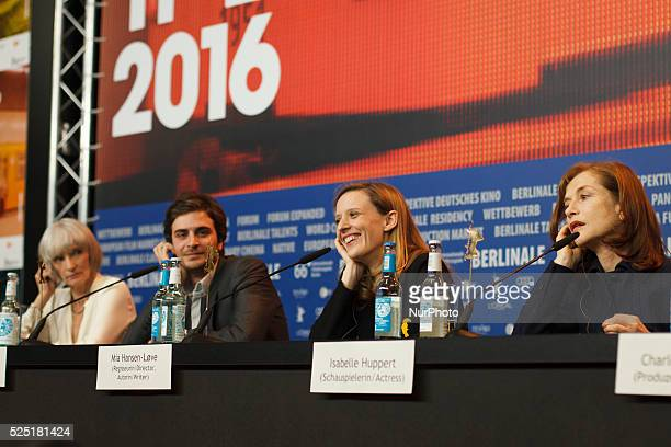 Press Call and Press Conference of the movie quotL'Avenirquot quotThings to comequot Mia HansenL��veIsabelle HuppertRoman KolinkaEdith ScobCharles...