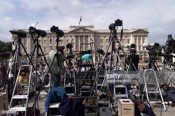Press cameras await the arrival of The Queen Mother before she appears on the balcony of Buckingham Palace on her 100th birthday 04 August 2000 The...